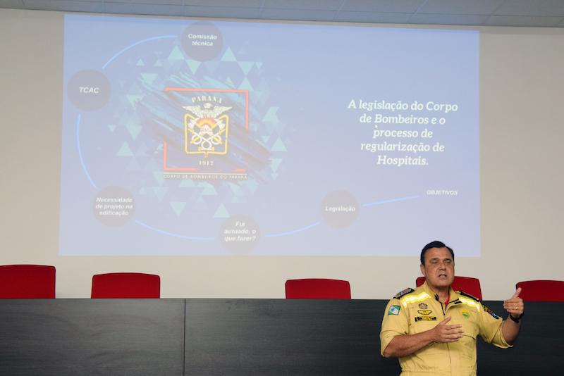 Sesa discute adequações de segurança em hospitais com o Corpo de Bombeiros
