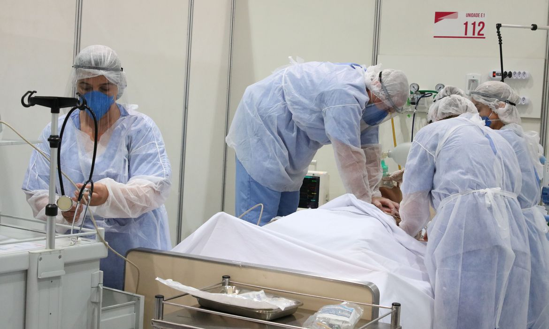 Hospitais alertam Anvisa sobre falta de remédios para intubação