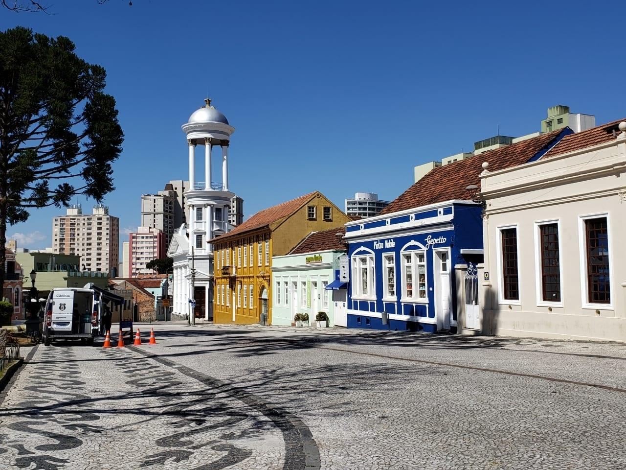 Curitiba mantém bandeira laranja por mais 14 dias e libera comércio no domingo do Dia das Mães
